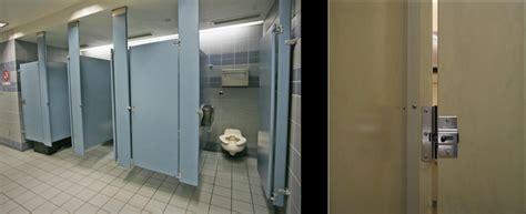 usa   public toilets     large gaps