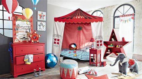 chambre cirque le monde du cirque s empare de la chambre des enfants