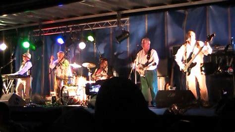October 29, 2011(Live)The Wurzels,Combine Harvester. - YouTube