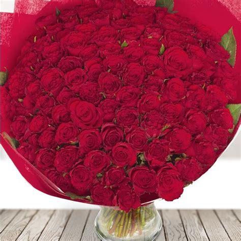 Ziedu piegāde Jēkabpilī ar ziedu kurjeru Sarkanas rozes ...