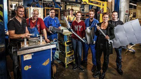 Maschinen, die sich selbst umrüsten, via tablet gesteuerte produktionsanlagen, assistenzsysteme, algorithmen: Metall und Elektro | Tarife | IG Metall NRW