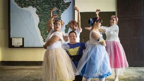 Eine offizielle bestätigung für die fälle in deutschland gab es zunächst nicht. Ballett in Havanna: Wie Tanzen einem jungen Mann mit Down-Syndrom hilft - DER SPIEGEL