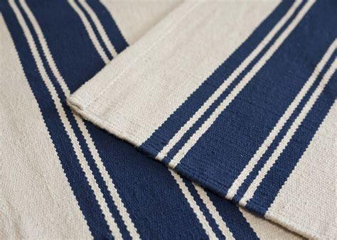 tapis raye bleu blanc theme marin chez ksl living