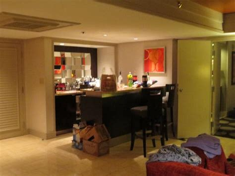 Mirage Two Bedroom Hospitality Suite by 2 Bedroom Tower Suite Statue Thing Picture Of The