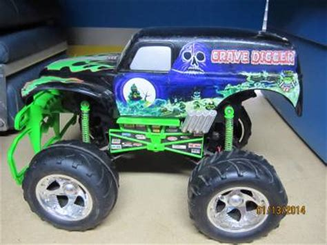 remote control grave digger monster truck videos rare grave digger 2003 sfx motor tyco rc remote control