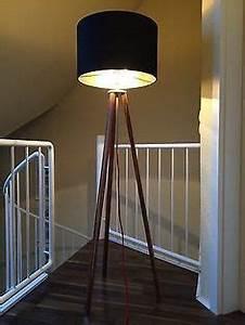 Stehlampe Grauer Schirm : ber ideen zu stehlampe holz auf pinterest stehlampen stehtisch holz und stehleuchte holz ~ Indierocktalk.com Haus und Dekorationen