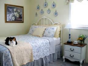 Simple Cottage Style Beds Ideas Photo by Bloombety Cottage Style Bedrooms Ideas With Cat Cottage