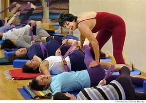 Giving back / 30 years after yoga relieved her scoliosis ...