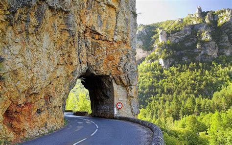 fonds decran route voute tunnel montagne falaise