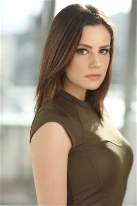 Chelsea Hobbs: Bio, Height, Weight, Measurements ...