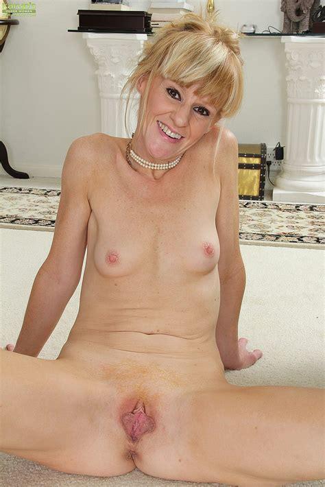 Blonde MILF Josie Flaunt Her Naked Body MILF Fox