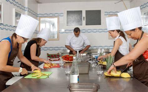 cours de cuisine patisserie atelier pâtisserie dans notre restaurant quintessia resort