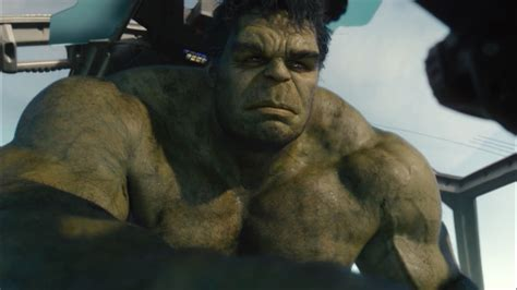 mark ruffalo hulks out on thor ragnarok set
