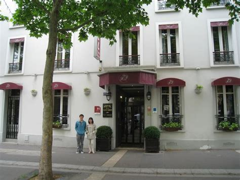 hotel de la porte doree entrance to hotel de la porte doree picture of hotel de la porte doree tripadvisor