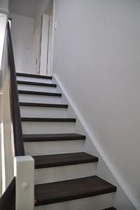Treppenstufen Weiß Lackieren : fotos geschlo ene treppe in wei mit dunkler buche und vielen extras hausbau blog ~ Markanthonyermac.com Haus und Dekorationen