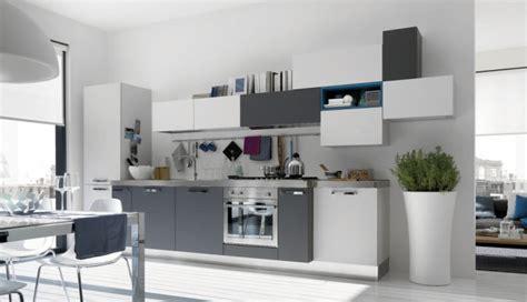 vers blanc cuisine déco cuisine en gris et blanc
