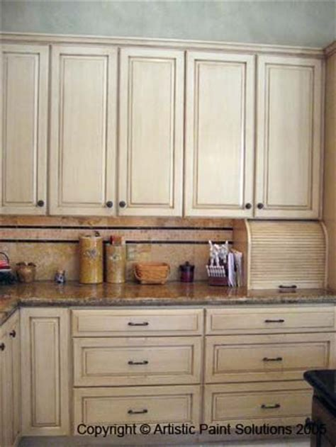 painting oak kitchen cabinets antique white this is what i plan on doing to my kitchen its gonna be 9065