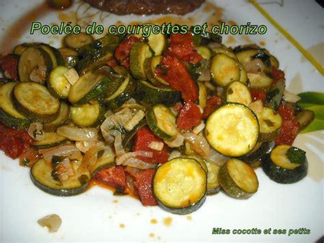 cuisiner courgettes poele poélée de courgettes et chorizo pour la ronde interblog