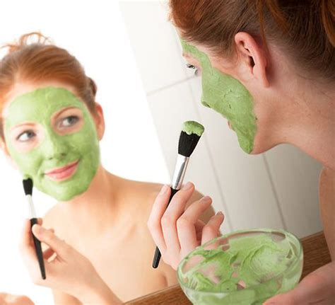 Avocado face mask for acne and oily skin