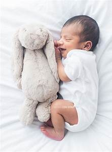 Simple, Natural, Newborn baby photo shoot - Fiona Norman Photography