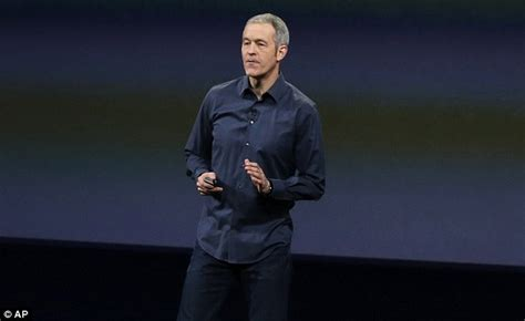 apple tim cook promotes jeff williams to chief