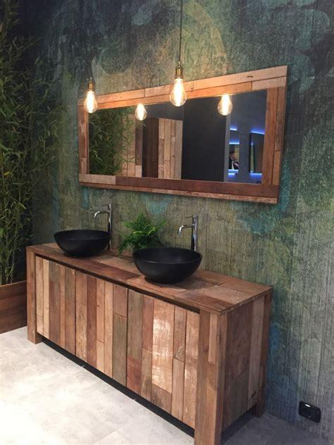 rustic decor    weathered wood