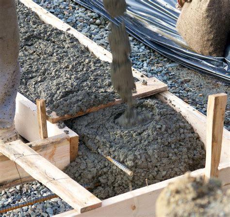 stützmauer bauen anleitung st 252 tzmauer aus beton 187 aufbau ausf 252 hrungen