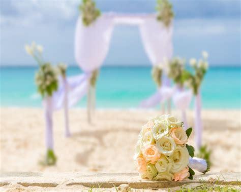 beach wedding flowers aisle runner skips florist