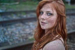 Redhead teen has natural beauty