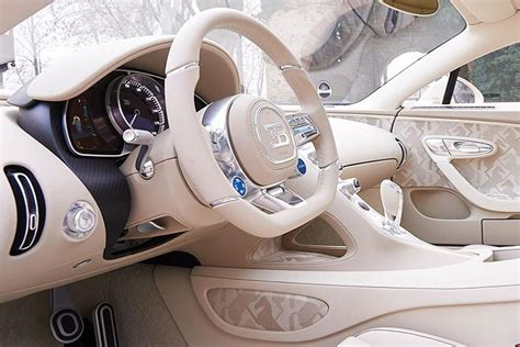 I am taking out the hermes bugatti chiron for its first real test drive. El comprador del único Bugatti Chiron Hermès Edition recibe su joya   Autocasión