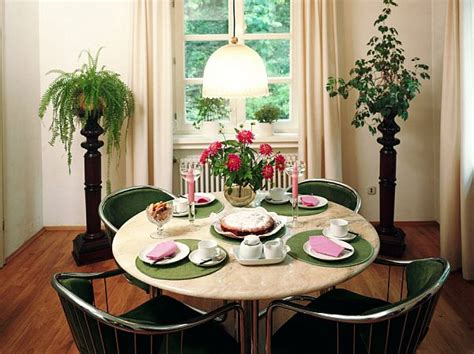 Round Kitchen Table Decorating Ideas by Interior Decorating Ideas For Small Dining Rooms