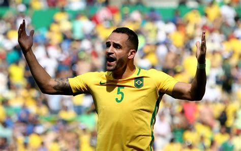 Flamengo monitora Renato Augusto