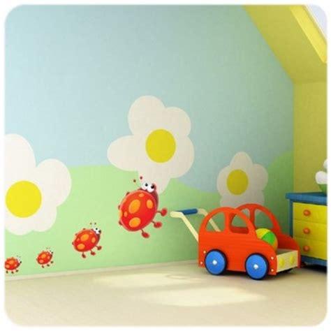 stickers pour chambre de bebe sticker coccinelle pour décorer la chambre de bébé