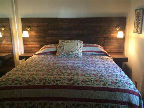 king size bed  small room ideas  pinterest