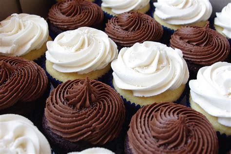 chocolate and vanilla cake vanilla and chocolate cupcakes
