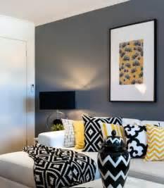 canapé noir déco salon gris 88 idées pleines de charme