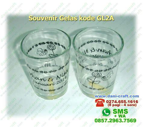 gambar gelas souvenir pernikahan