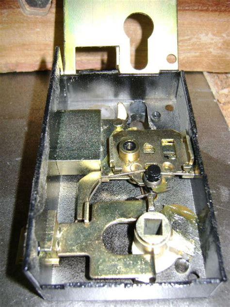 interieur d une serrure l int 233 rieur d une serrure 224 plaquer 224 cylindre europ 233 en le de s 233 gui 233 christian