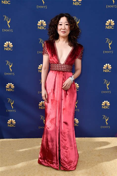 sandra oh coat killing eve emmy awards red carpet see the best dressed stars from