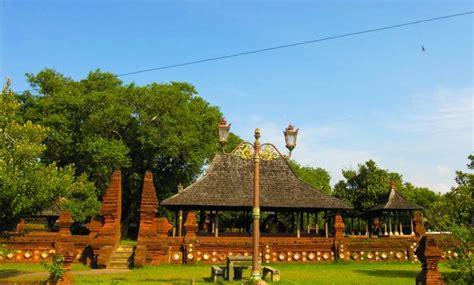 objek wisata kota  cirebon keraton  religi