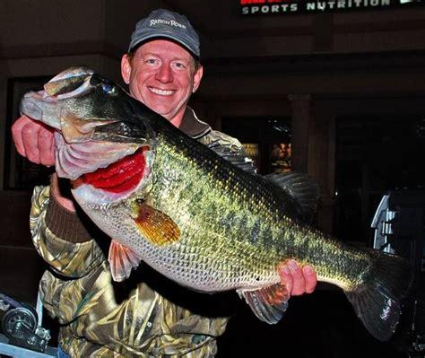 lake austin record black bass    bright red