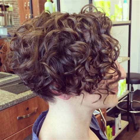 29 Short Curly Hair Ideas Trending Right Now (Hairstyles