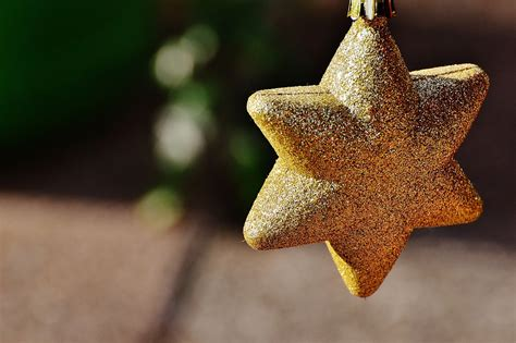 poundstretchers guide to christmas tree decorations