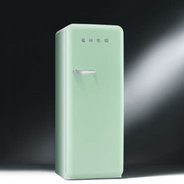 mini frigo de chambre les nouveaux réfrigérateurs smeg colorés et design le