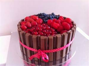 Kitkat chocolate cake with fresh fruit! | Mijn taarten ...