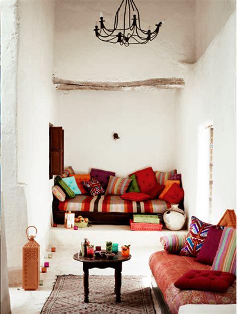 canapé lit vintage le canapé marocain qui va bien avec votre salon