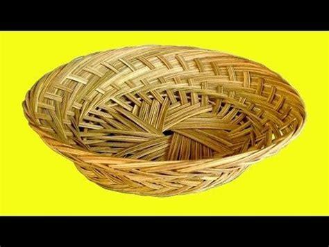Sebagai contoh untuk membuat keranjang dan bakul dipilih bahan bambu, karena selain kuat bambu juga mudah dibentuk. Cara Membuat Keranjang Anyaman : Lucunya 10 Dekorasi Keranjang Rotan Untuk Interior Hunianmu ...