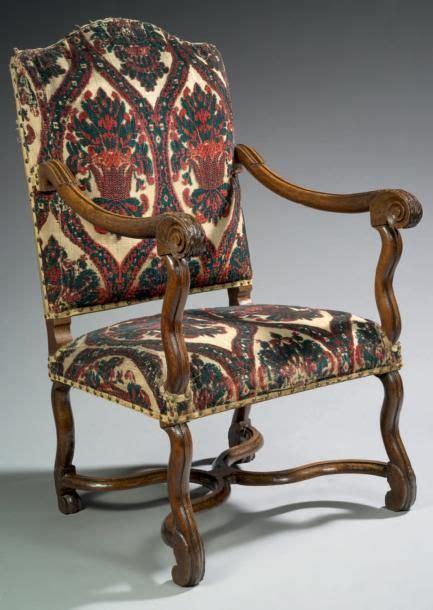 chaise louis xiv fauteuil louis xiv bois de noyer et moquette h 110 cm l