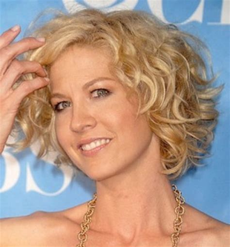 Hairstyles For 50 With Wavy Hair by Curly Hairstyles For 50