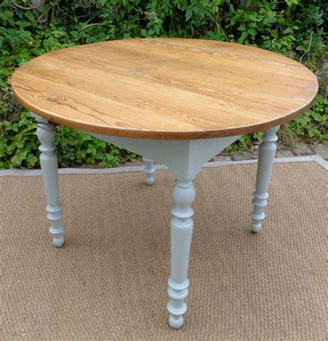 table de cuisine ronde blanche table ronde pour cuisine plateau en bois naturel